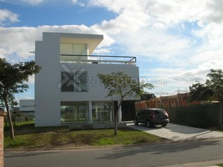 #1624658 | Alquiler | Casa | Los Lagos (Bleger-Riesco Real State)